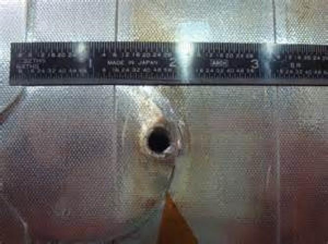 (a) ขยะอวกาศชนกับ radiator ของ ยาน Endeavor
